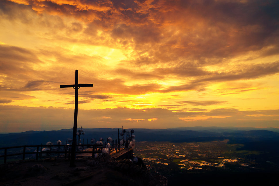Kreuz im Morgen